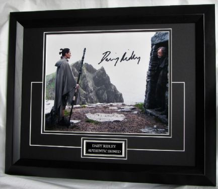 "ASDRSW2EBF DAISY RIDLEY - ""STAR WARS: THE LT JEDI"" SIGNED"